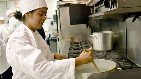 photo-culinary-program-degree-eastwick-college-cooking-stove