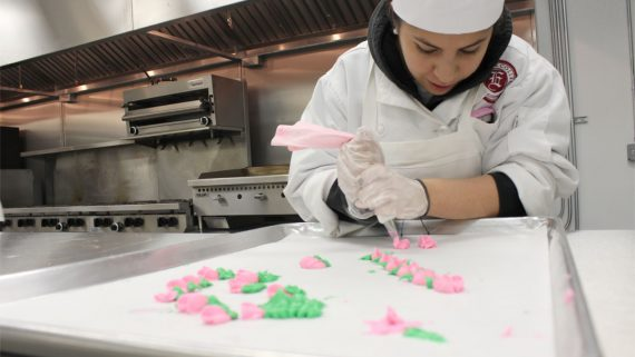 photo-culinary-program-degree-eastwick-college-flowers-confectionary