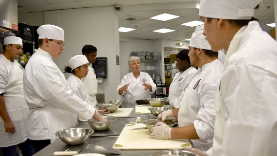 photo-culinary-program-degree-eastwick-college-group-instruction