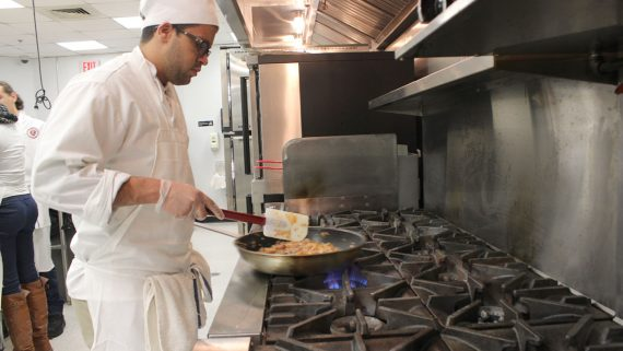 photo-culinary-program-degree-eastwick-college-stove-eggs-cooking